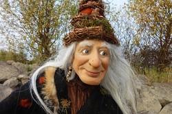 Marionettenbauerin