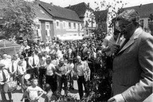 Innenminister Dr. Burghard Hirsch eröffnet den Flachsmarkt (Der Oberbürgermeister, Stadtarchiv Krefeld, Obj.Nr. 9795)